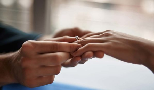 Welcher hand türkei verlobungsring an Verlobungsring welche