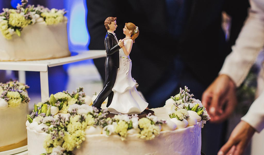 11 Wedding Cake Tips - The Ins and Outs of Ordering Your Wedding Cake