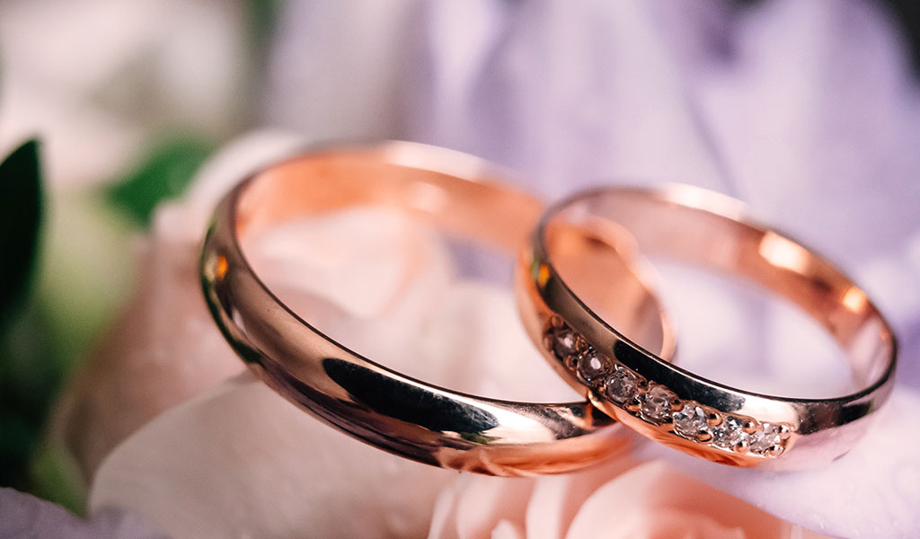 Fancy a Rose Gold Wedding Ring? All of Your Questions, Answered
