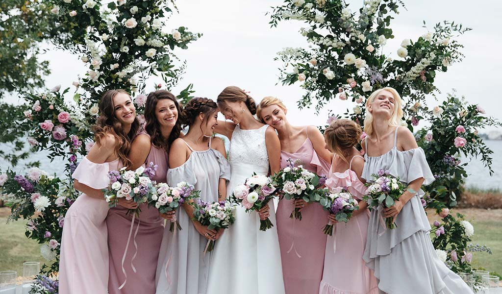 Bridesmaids Photo Ideas and Poses to Win Your Wedding
