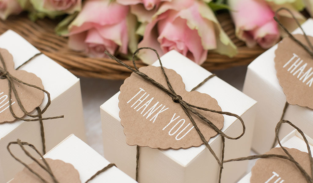 20 Trendy Wedding Favours Your Guests Will Actually Use (and Love!)